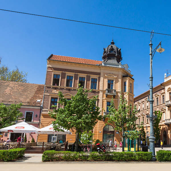 debrecen restaurants along kossuth square