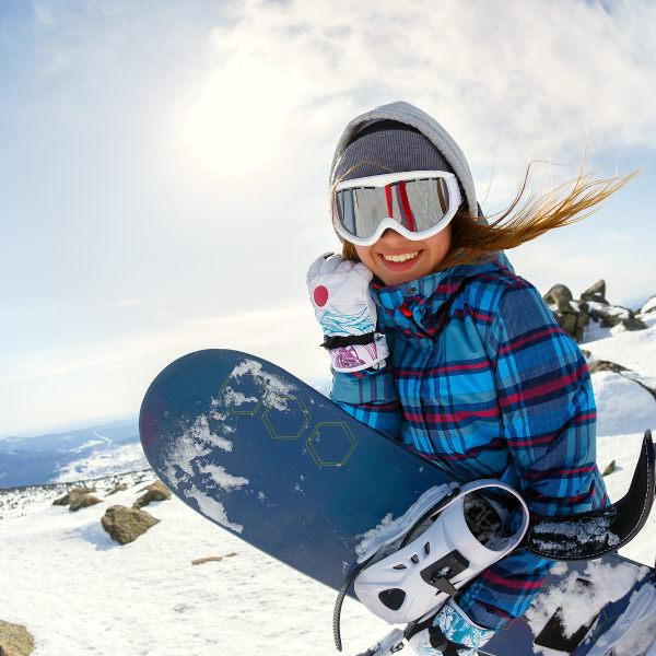 akron-snowboarding-woman-snow