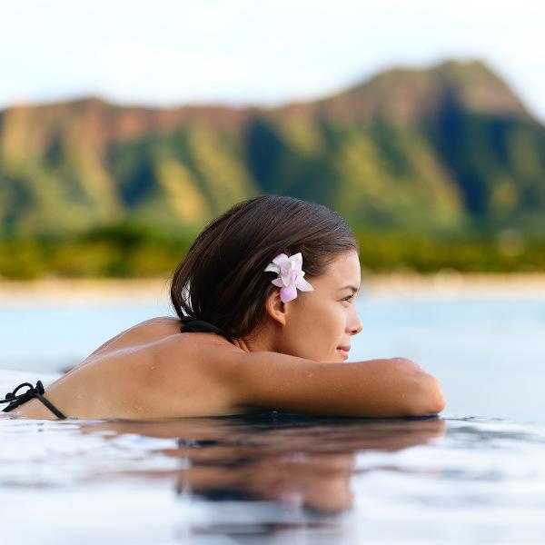 hawaii-wellness-poolside