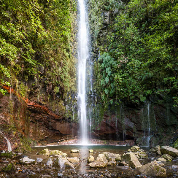 hiking-waterfall-madeira