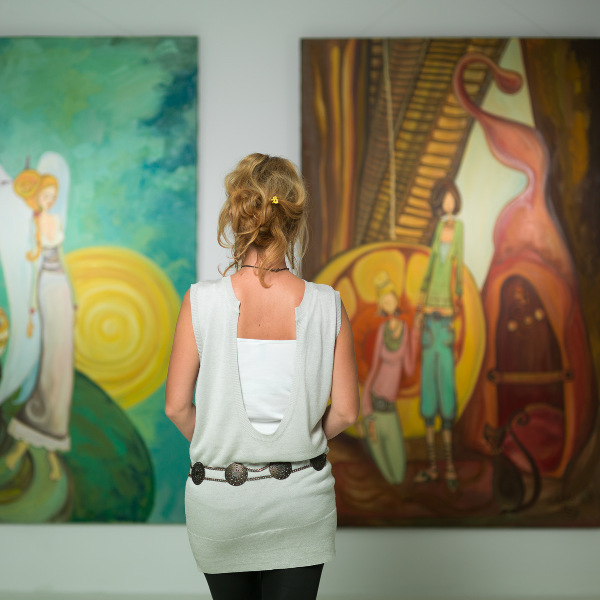 lady in gallery
